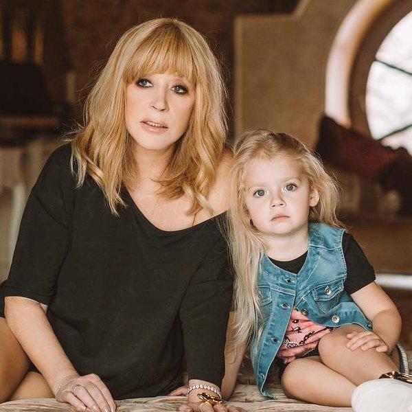 Алла Пугачева поддержала 5-летнюю дочь Лизу на модном показе Галины Юдашкиной