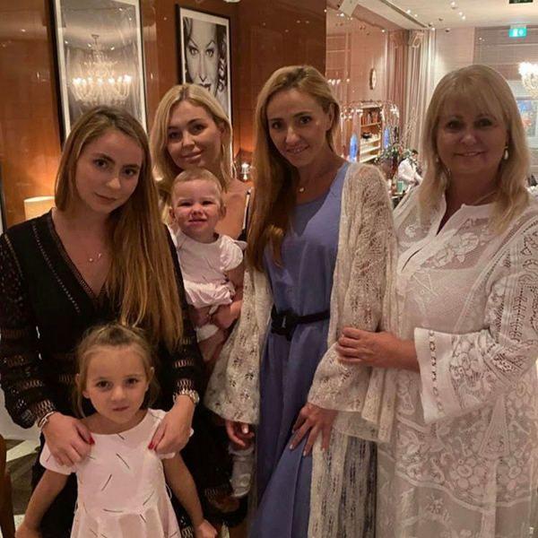 Появились первые фото и видео с празднования дня рождения мамы Татьяны Навки