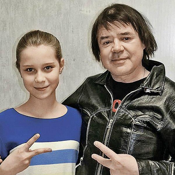 13-летняя приемная дочь Евгения Осина получила роль в фильме «Буду рядом»