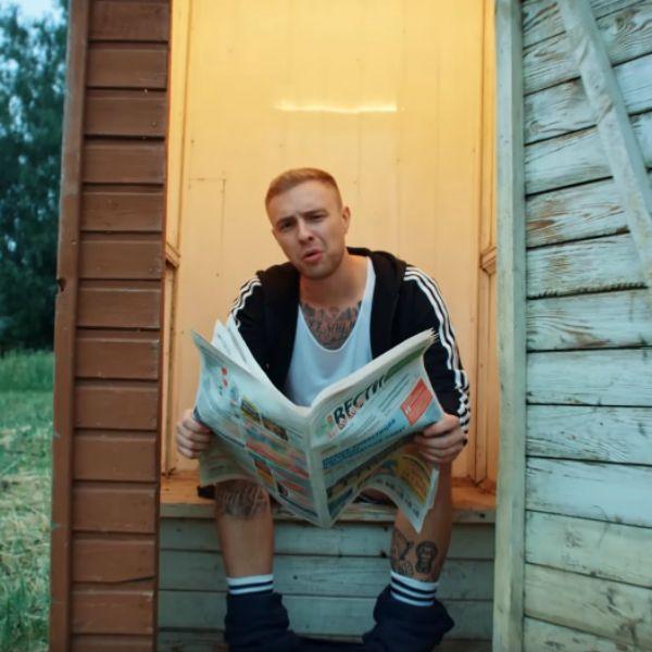 Егор Крид выпустил ироничный клип «Сердцеедка» о любви к девушке из деревни