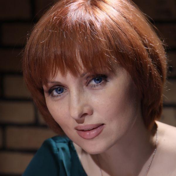 Скандальное видео знаменитой актрисы, девку поставили раком и трахнули в попу фото