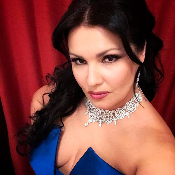 47-летняя Анна Нетребко была вынуждена отменить два концерта из-за болезни