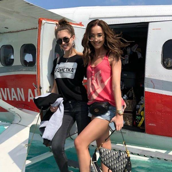 Ольга Бузова улетела отдыхать на Мальдивы с сестрой