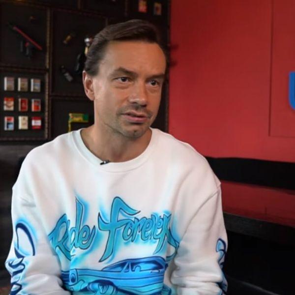 Солист группы «Дискотека Авария» Алексей Серов опроверг информацию, что отобрал дочь у бывшей жены