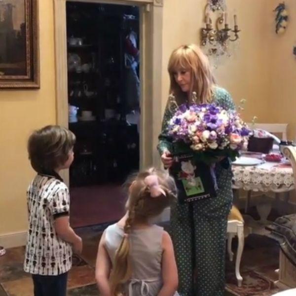Максим Галкин показал, как 5-летние Лиза и Гарри поздравили Аллу Пугачеву с 70-летием