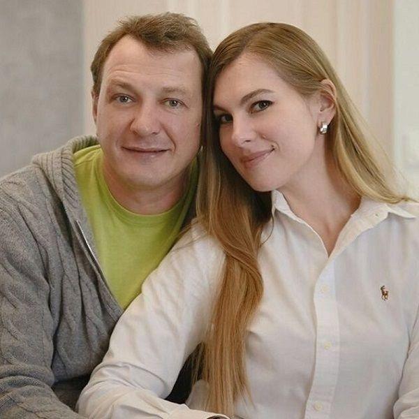 Оформившего развод месяц назад Марата Башарова заметили с новой пассией