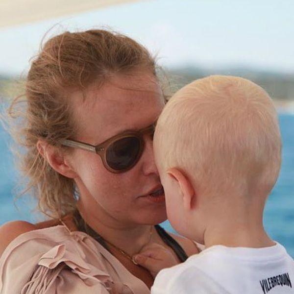 Ксения Собчак показала, как парится в бане с 2-летним сыном