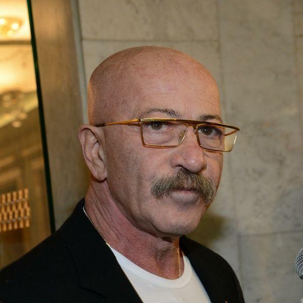 67-летнему Александру Розенбауму успешно удалили раковую опухоль