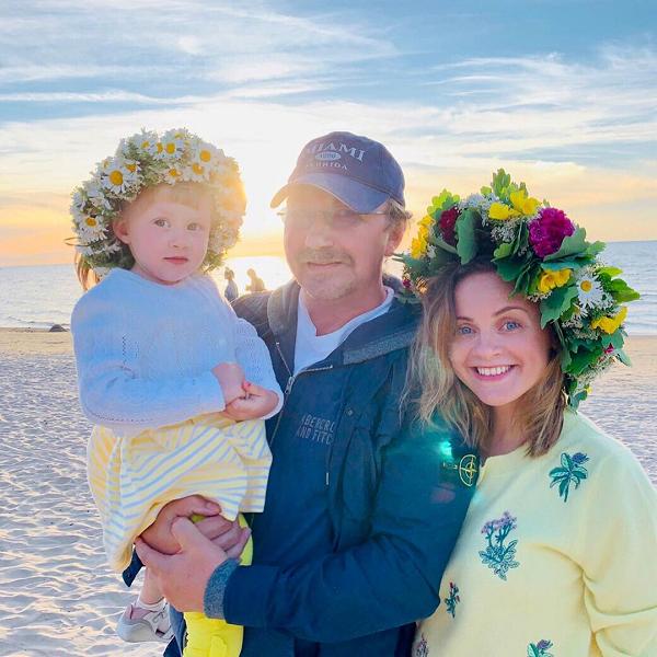 Игорь Николаев опубликовал фото с молодой женой и 3-летней дочерью из отпуска в Юрмале