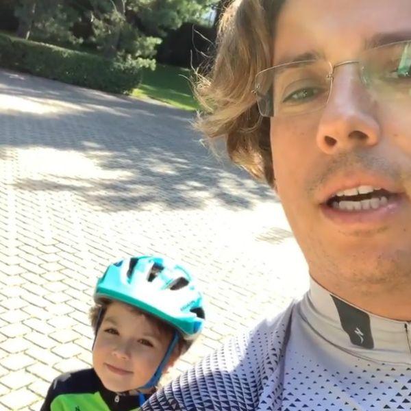 Максим Галкин устроил с 5-летним сыном велогонки на отдыхе в Юрмале