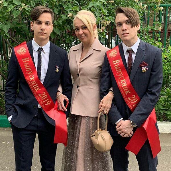 Яна Рудковская похвасталась, что ее сыновья стали студентами МГИМО