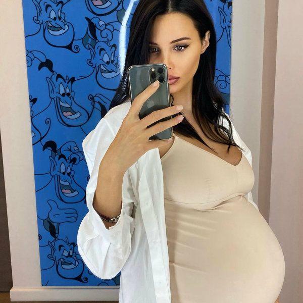 Беременная Анастасия Решетова рассказала, что практикует способы раннего развития ребенка