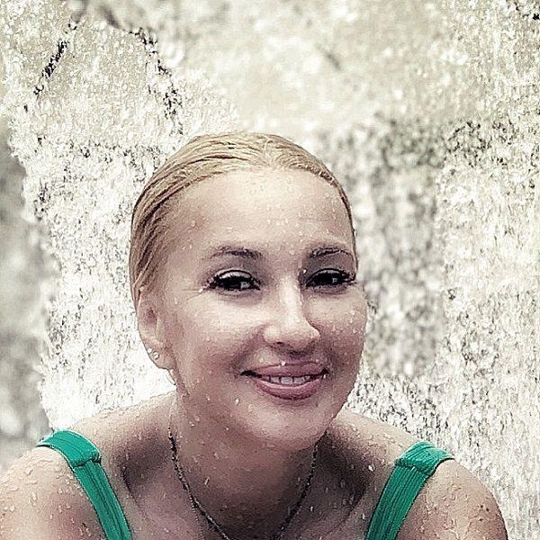 Лера Кудрявцева попросила не читать ей мораль за то, что она любит курить и материться