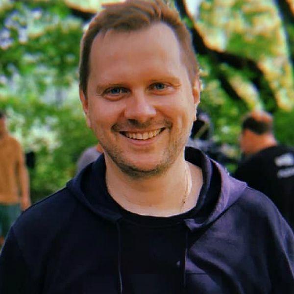 Илья Куликов снял для СТС реплику сериала «Полицейский с Рублевки», который делал для ТНТ