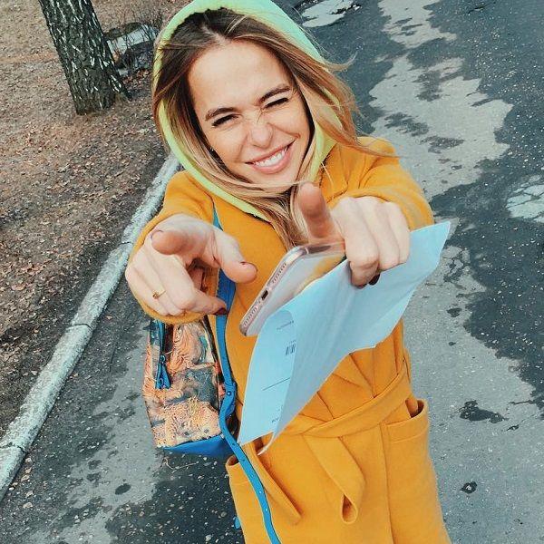 32-летняя Анна Хилькевич показала, как старшая дочь гуляет с полугодовалой сестрой