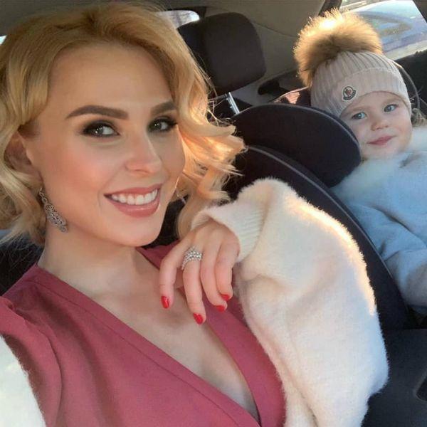 Пелагея впервые опубликовала фото, на котором видно лицо их с Иваном Телегиным 2-летней дочери