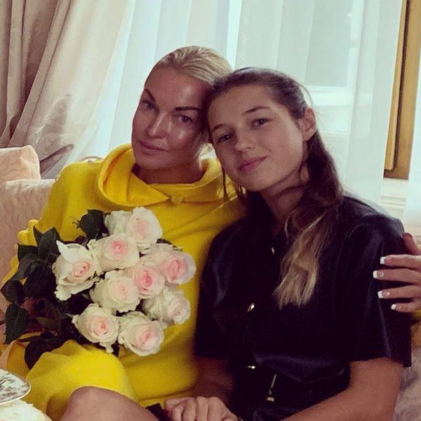 Дочь Анастасии Волочковой вышла в свет с новой избранницей своего отца Игоря Вдовина