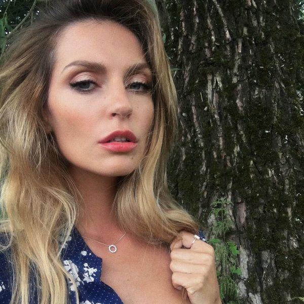 Саша Савельева намекнула, что записала новую песню