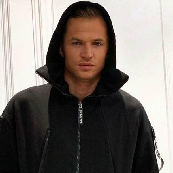 Дмитрий Тарасов пришел в храм в куртке с оскорбительной надписью