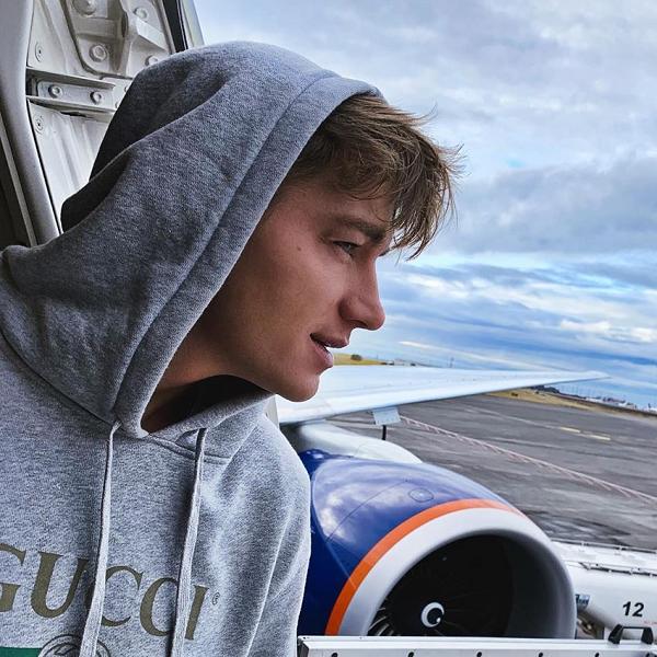 Самолет с Алексеем Воробьевым совершил экстренную посадку в Исландии
