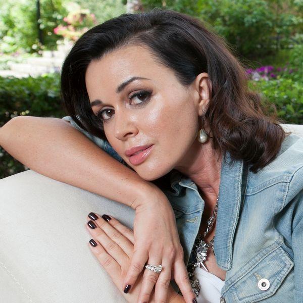 Врач заявила, что борющаяся с раком Анастасия Заворотнюк больше не сможет передвигаться самостоятельно