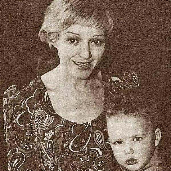 Максим Виторган трогательно почтил память умершей от рака матери в день ее рождения