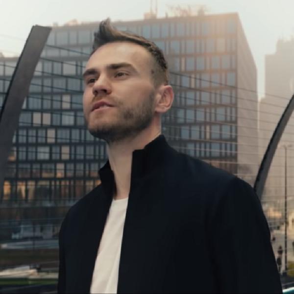Игорь Акинфеев со своей женой снялся в новом клипе группы «Руки Вверх!»