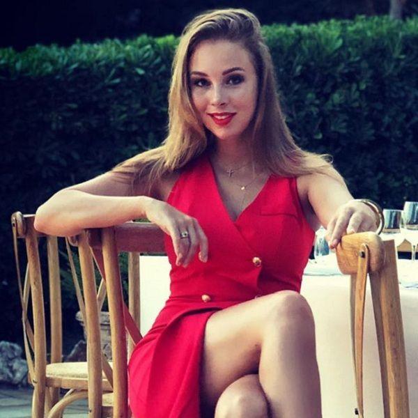 30-летняя Полина Диброва устроила вечеринку в отсутствие мужа