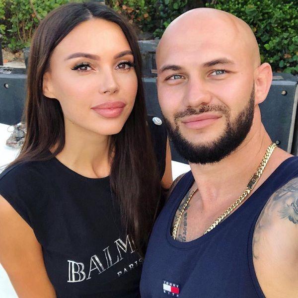 Оксана Самойлова пожаловалась, что они с Джиганом вынуждены отложить возвращение домой из США
