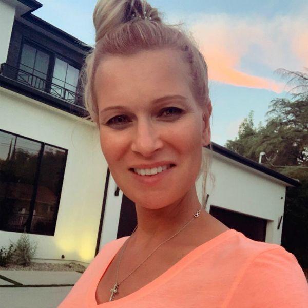 Олеся Судзиловская показала, как муж помогает ей записывать пробы