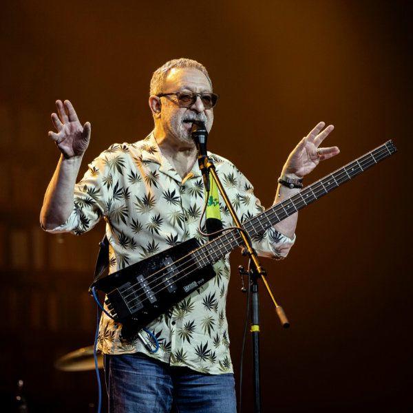 Евгений Маргулис дал благотворительный концерт, во время которого сам пожертвовал деньги на лечение ребенка