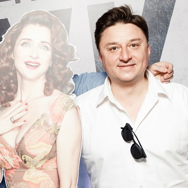 Максим Лагашкин пришел на премьеру сериала «Жуки» с картонной фигурой своей жены Екатерины Стуловой