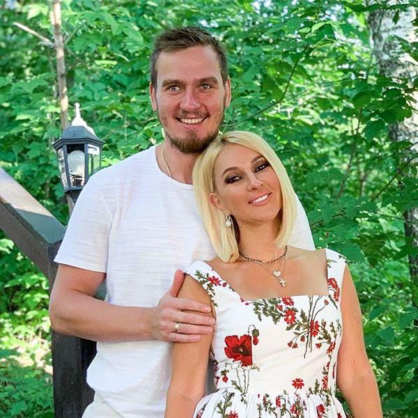 Лера Кудрявцева опубликовала нежное фото с мужем