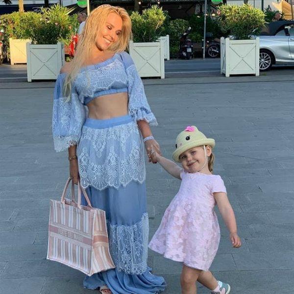 Пелагея показала умилительное фото с дочерью, лицо которой скрывала более двух лет