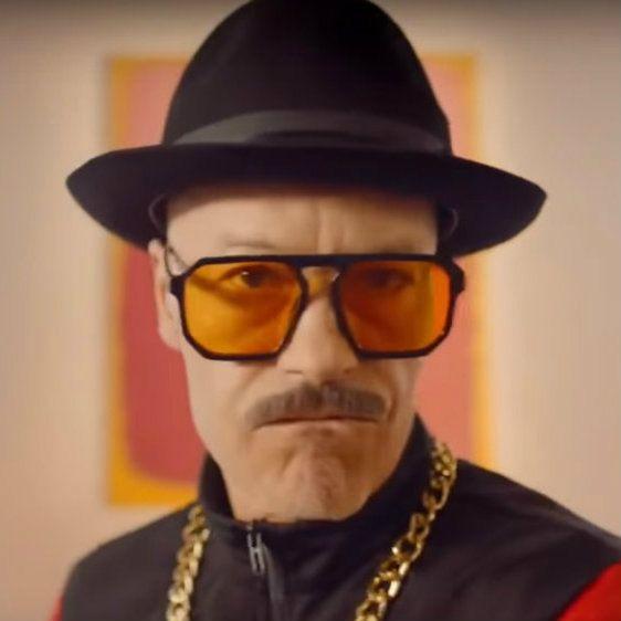 Федор Бондарчук и Константин Хабенский в образе звезд 90-х снялись в юбилейном ролике для «Кинотавра»
