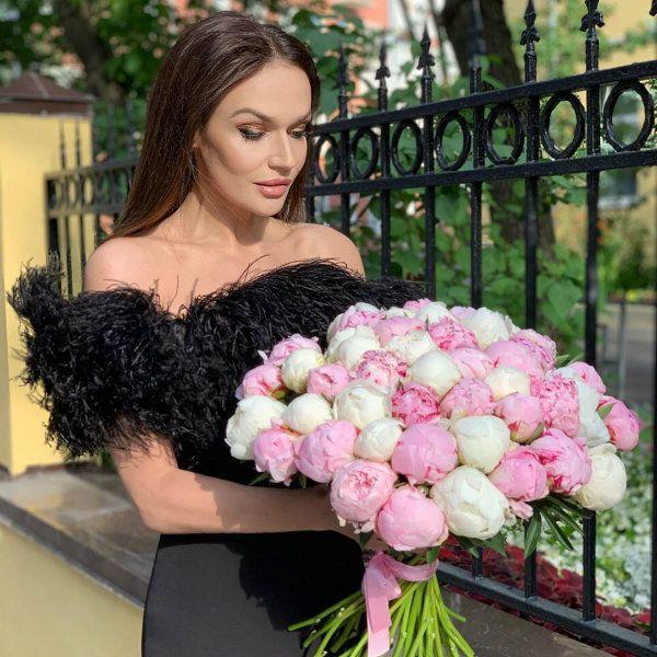 Алена Водонаева призналась, что хотела бы жить за счет мужчины