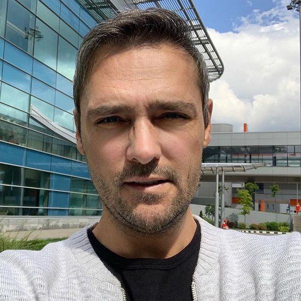 Перенесший сложную операцию 45-летний Юрий Шатунов заметно постарел