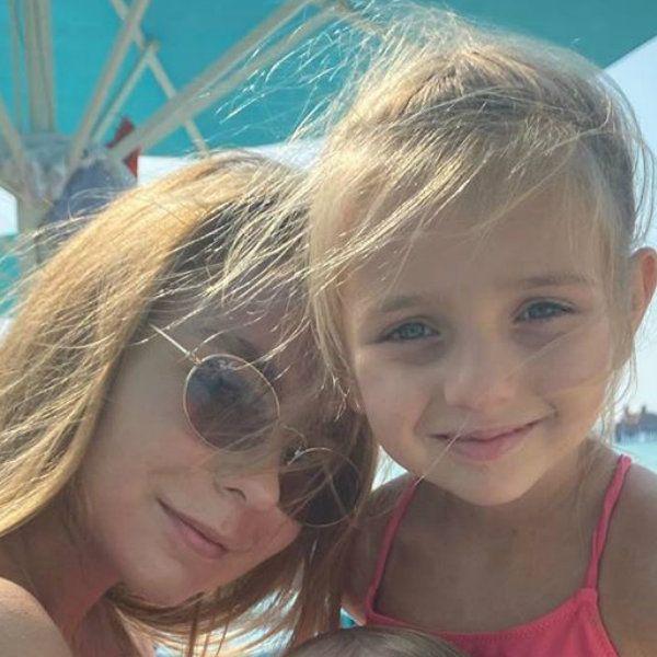 Татьяна Навка поделилась редким фото дочерей от разных браков
