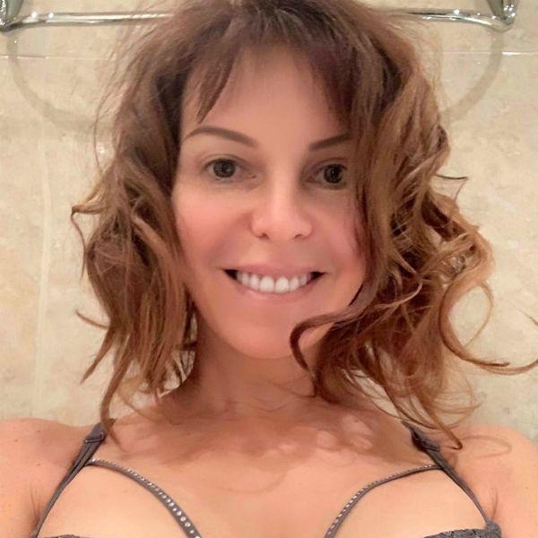 52-летняя Наталья Штурм показала, как занимается йогой без одежды