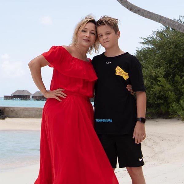 50-летня Татьяна Буланова поделилась фото с сыном от Владислава Радимова из отпуска на Мальдивах