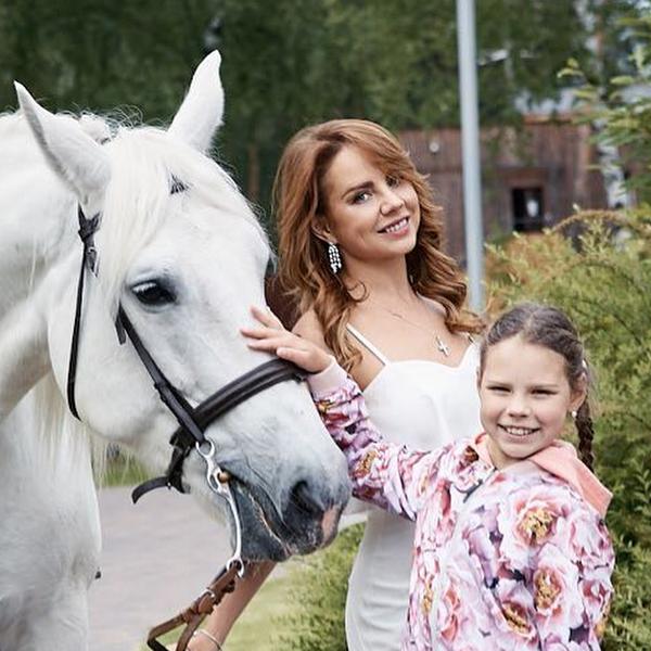 10-летняя дочь певицы МакSим впервые покрасилась