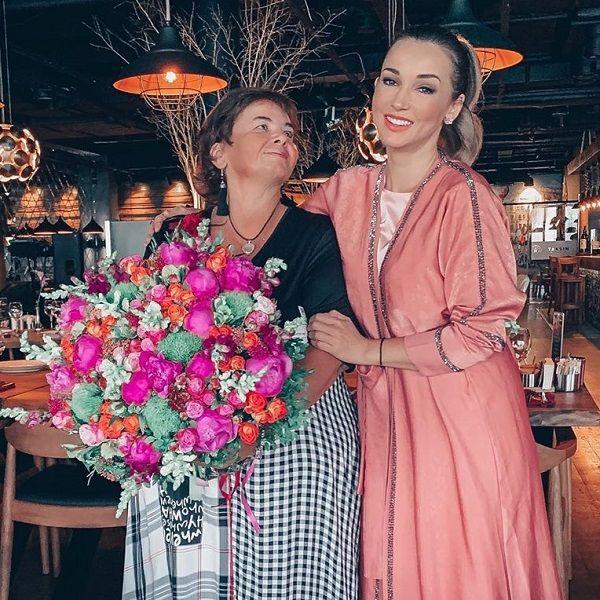 Анфиса Чехова объяснила, почему не поздравила маму с днем рождения в Instagram