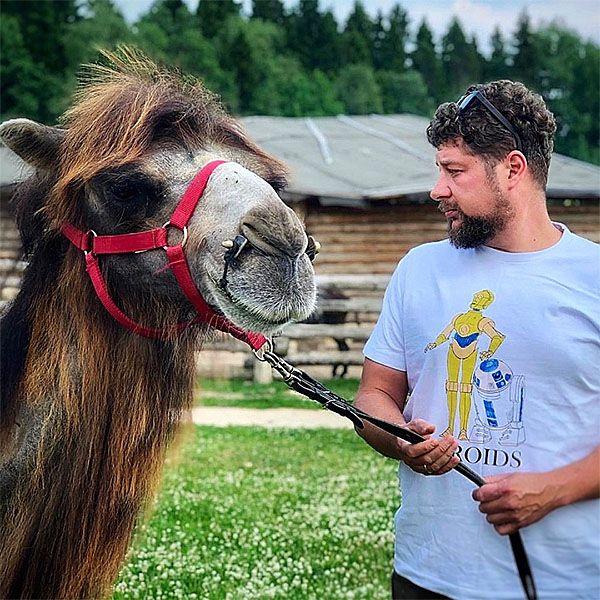 Телеканал «ЧЕ!» взял под шефство верблюда