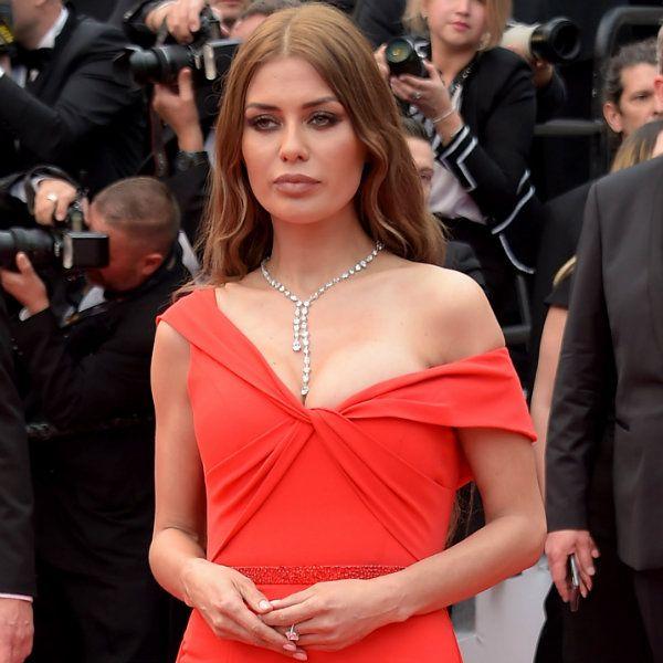 39-летняя Виктория Боня появилась на открытии Каннского кинофестиваля в платье с экстремальным декольте