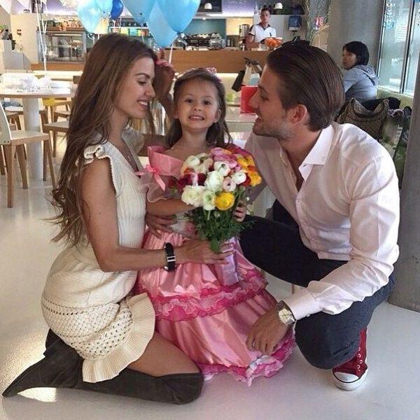 Отец дочери Виктории Бони Алекс Смерфит не хотел еще детей от экс-звезды «Дома-2»