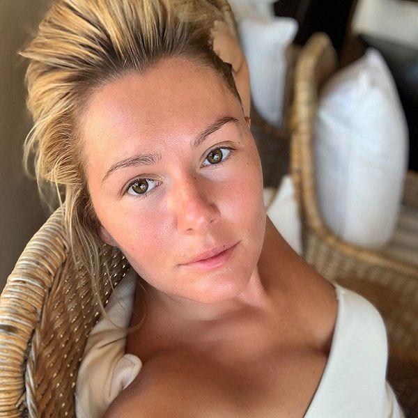 34-летняя Мария Кожевникова опубликовала фото без макияжа с отдыха в Испании