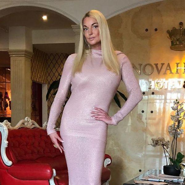 Бывший водитель Анастасии Волочковой обвинил ее в оказании эскорт-услуг новые фото