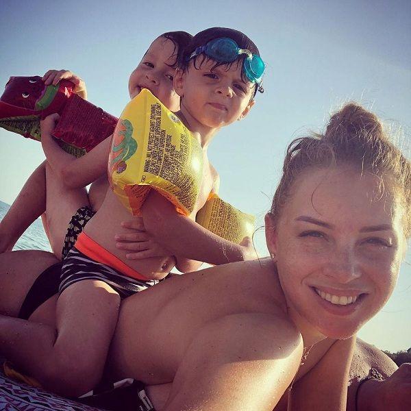 30-летняя Полина Диброва поделилась забавными кадрами с семейного отдыха в Испании