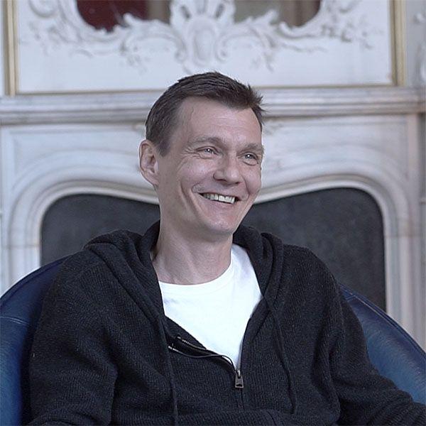 Филипп Янковский рассказал, какой он дома с женой Оксаной Фандерой и детьми