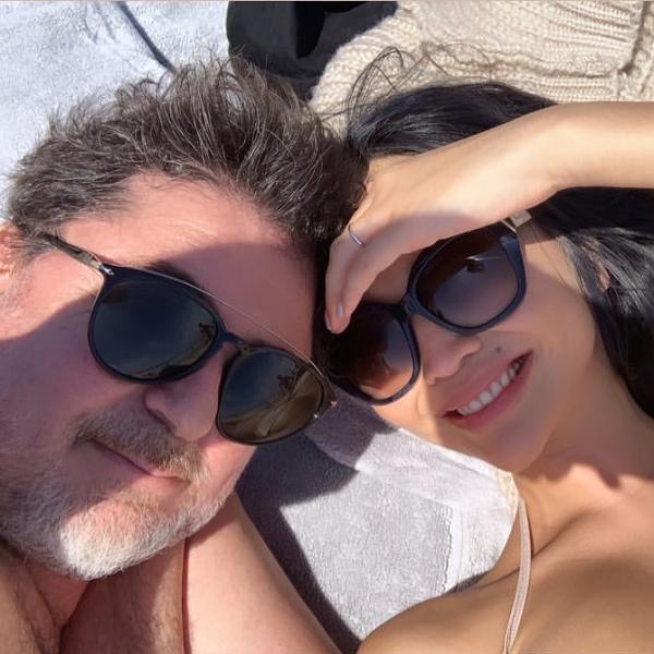 Молодая жена Александра Цекало опубликовала пляжное фото с ним